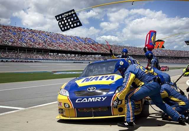Top 10 Highest Paying Sports in the World 2015, AUTO RACING