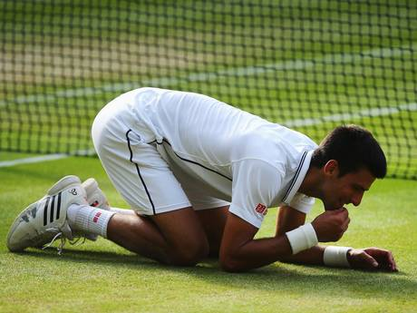 djokovic eating grass, wimbledon grass court