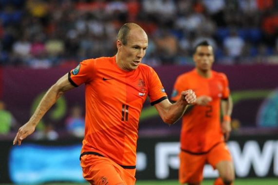 Top 10 highest paid soccer players in German Bundesliga , arjen robben, bayern star, dutch footballer, richest football player