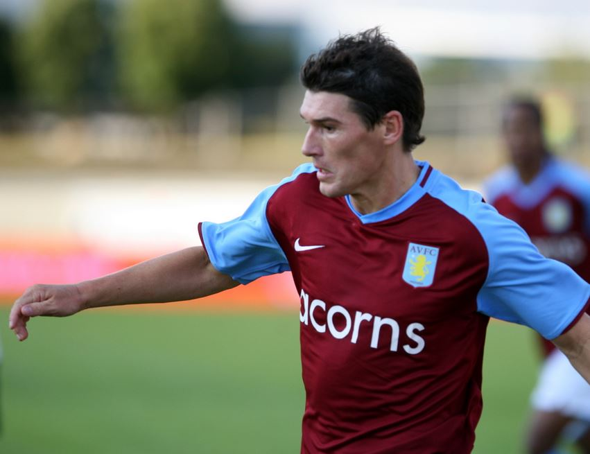 Top five highest paid Midfielders in Barclays Premier League , gareth barry, everton star, midfielder