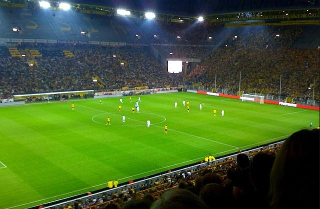 Top 10 Highest Earning Football Clubs per Match, Borussia Dortmund, richest german club, biggest stadium